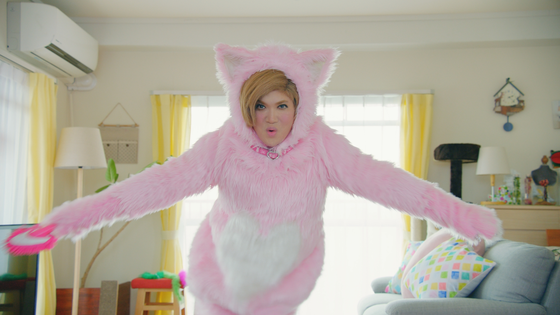 "IKKOさんがピンクの猫姿で「スマカメ~」と声を張る!IKKOさん改め""NEKKOさん""出演 「スマカメ」新CM 「NEKKO」編2019年6月17日(月)より放映開始"